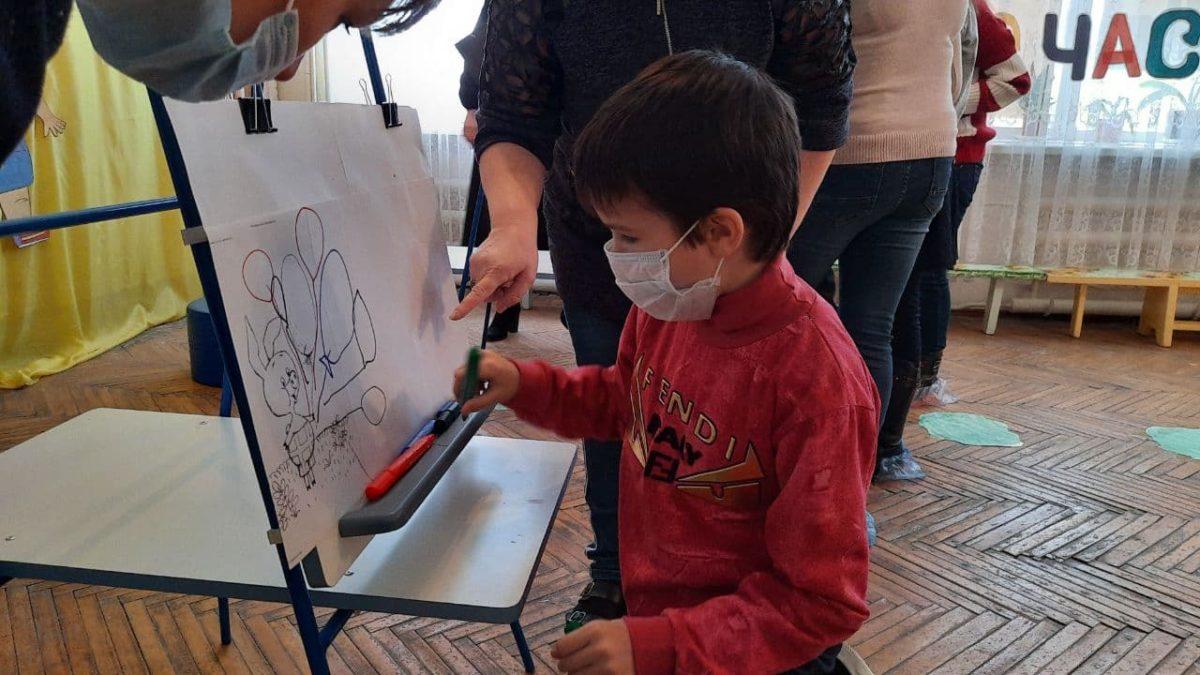 Юным жителям Антрацита провели развлекательную программу в рамках акции «Забота о детях»