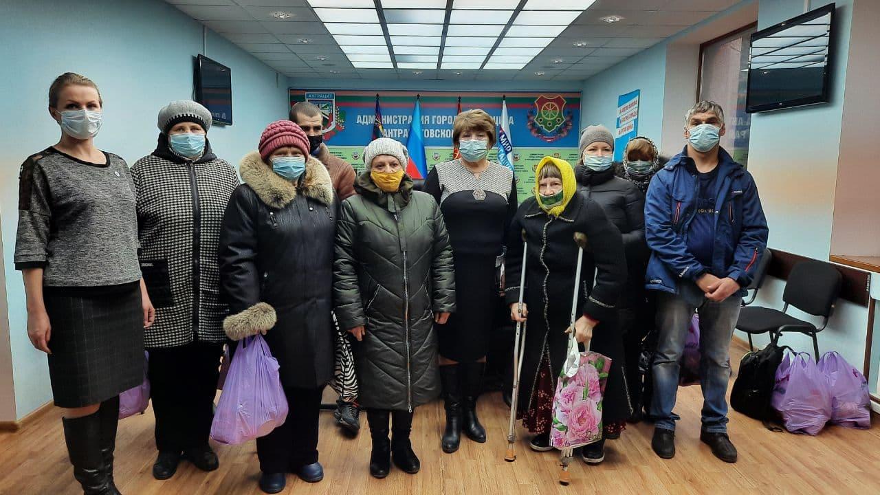 В Антраците выдали помощь от проекта «Волонтёр»