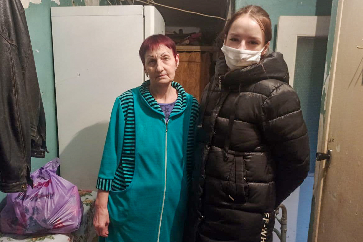 Волонтёры доставили гуманитарную помощь жителям Луганска 3