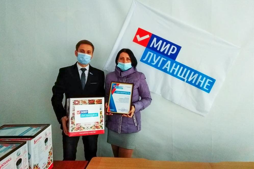 В День матери активисты ОД «Мир Лугнащине» поздравили многодетных матерей ЛНР 5