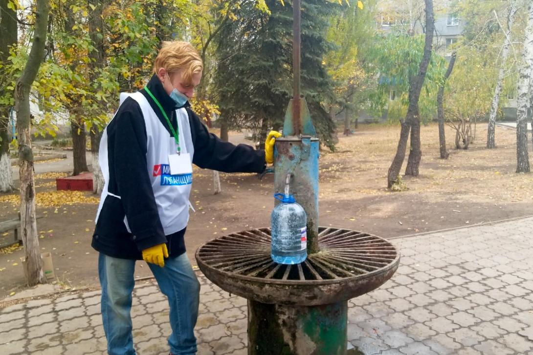 В рамках волонтёрской акции «Рука помощи» помогли шести жителям Антрацита 1