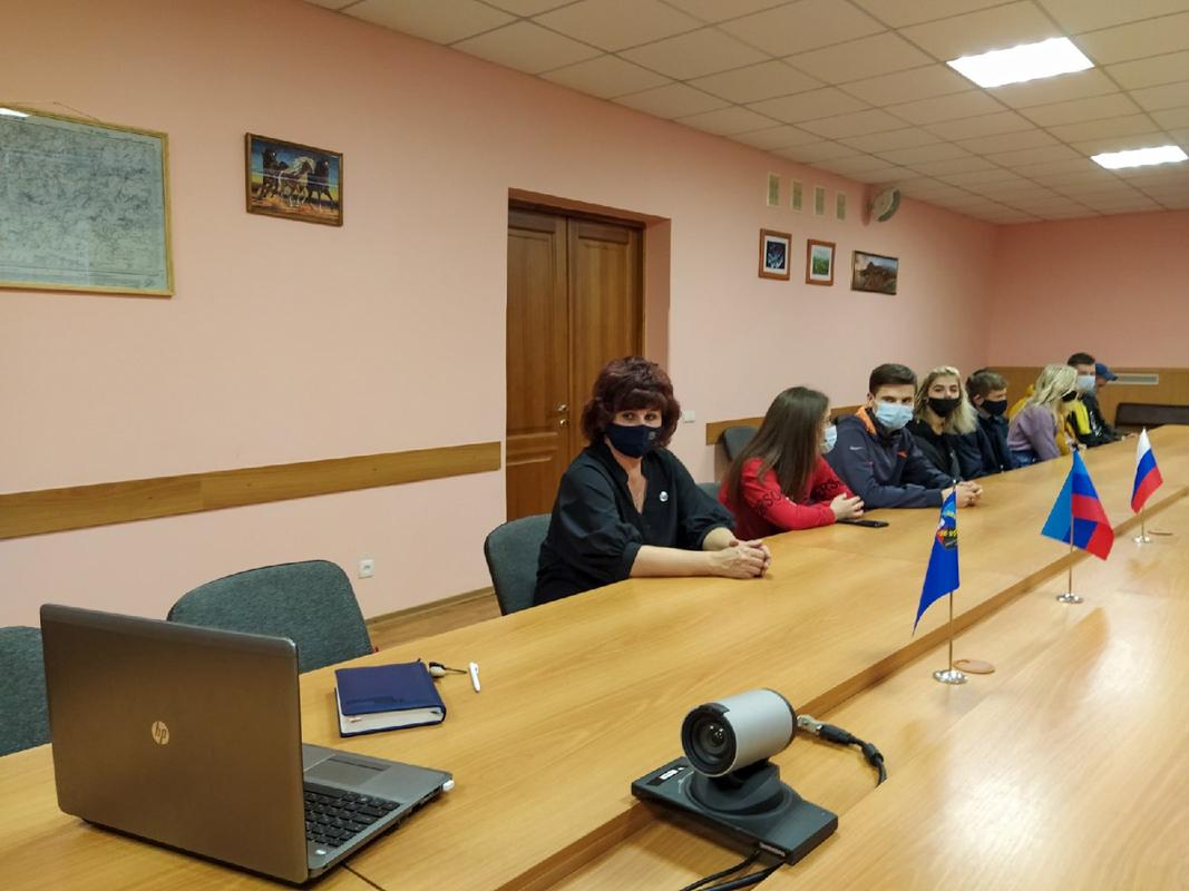Молодёжь ЛНР и РФ провели скайп-конференцию в преддверии Дня народного единства