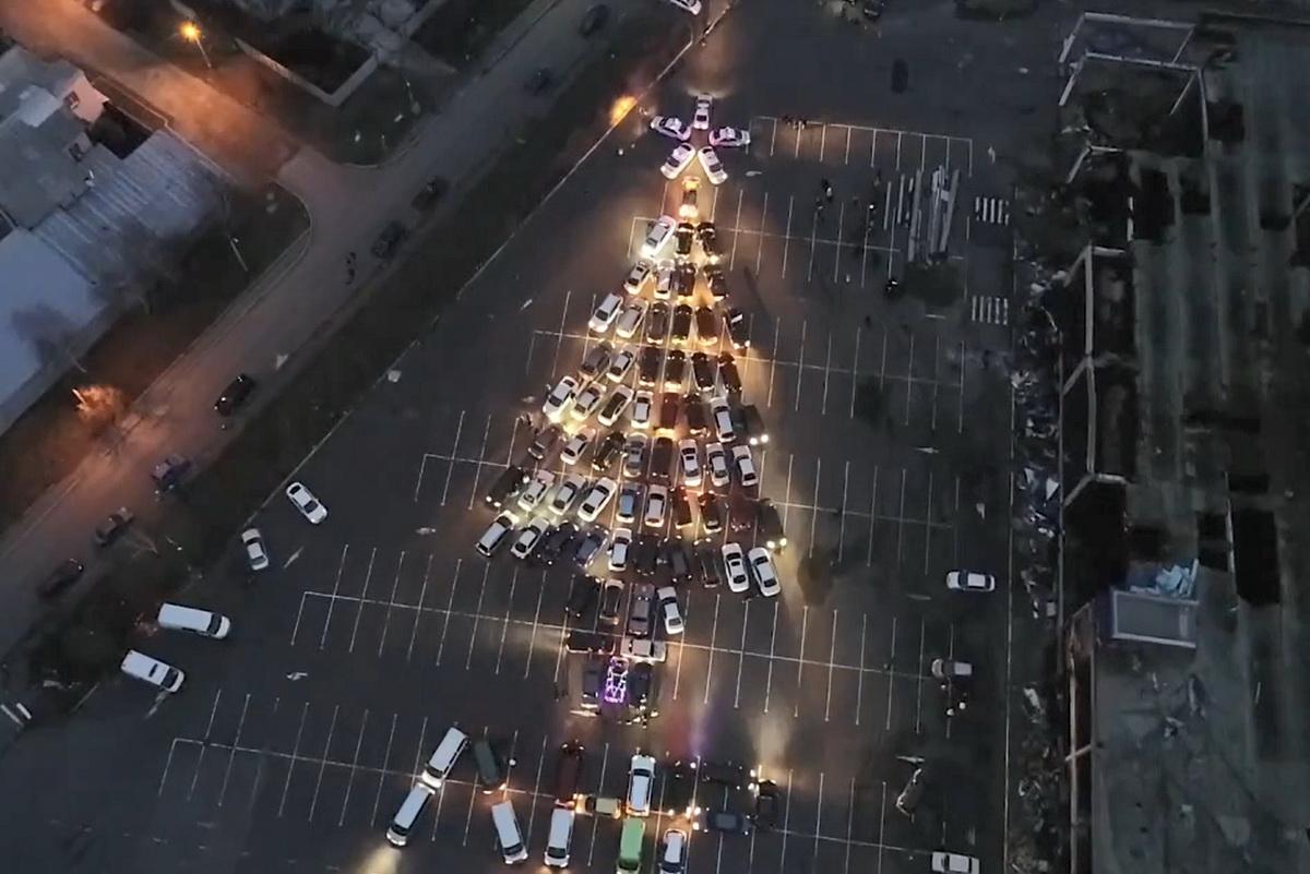 В Луганске создадут ёлку из автомобилей: приглашаем всех желающих 1
