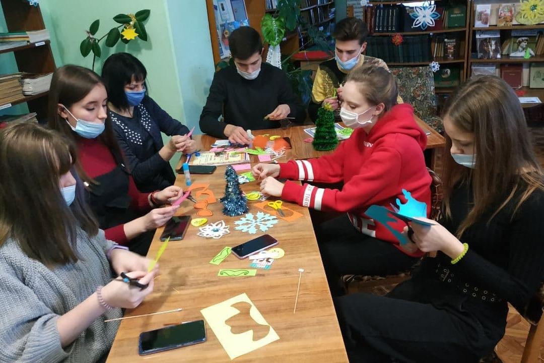 В Кировске активисты провели праздничное мероприятие «Чудеса случаются»