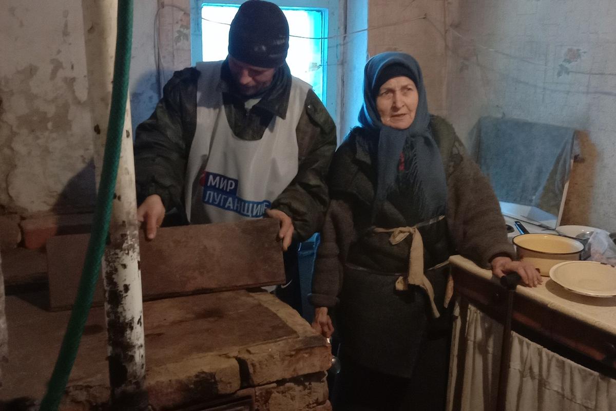 Активисты помогли пожилой жительнице Червоногвардейского