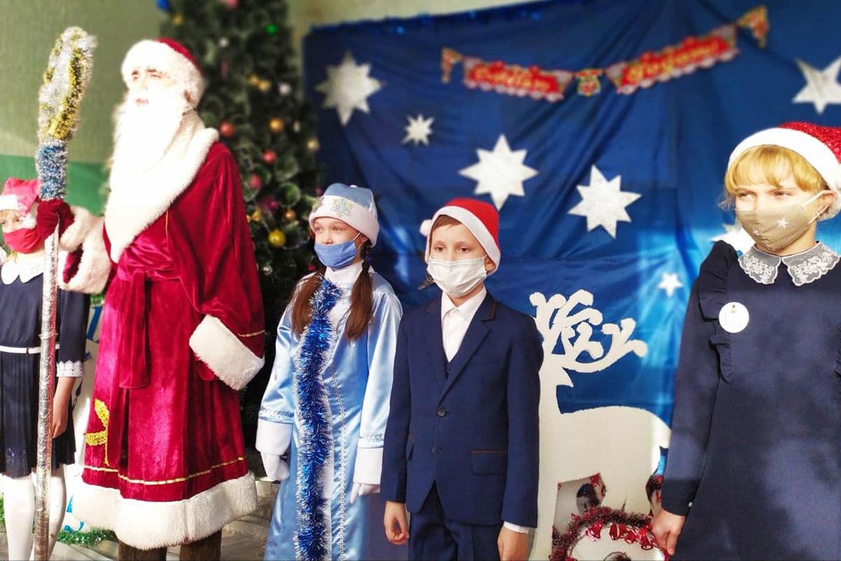 Дети активистов Славяносербского теротделения получили новогодние подарки от проекта «Волонтёр» 5