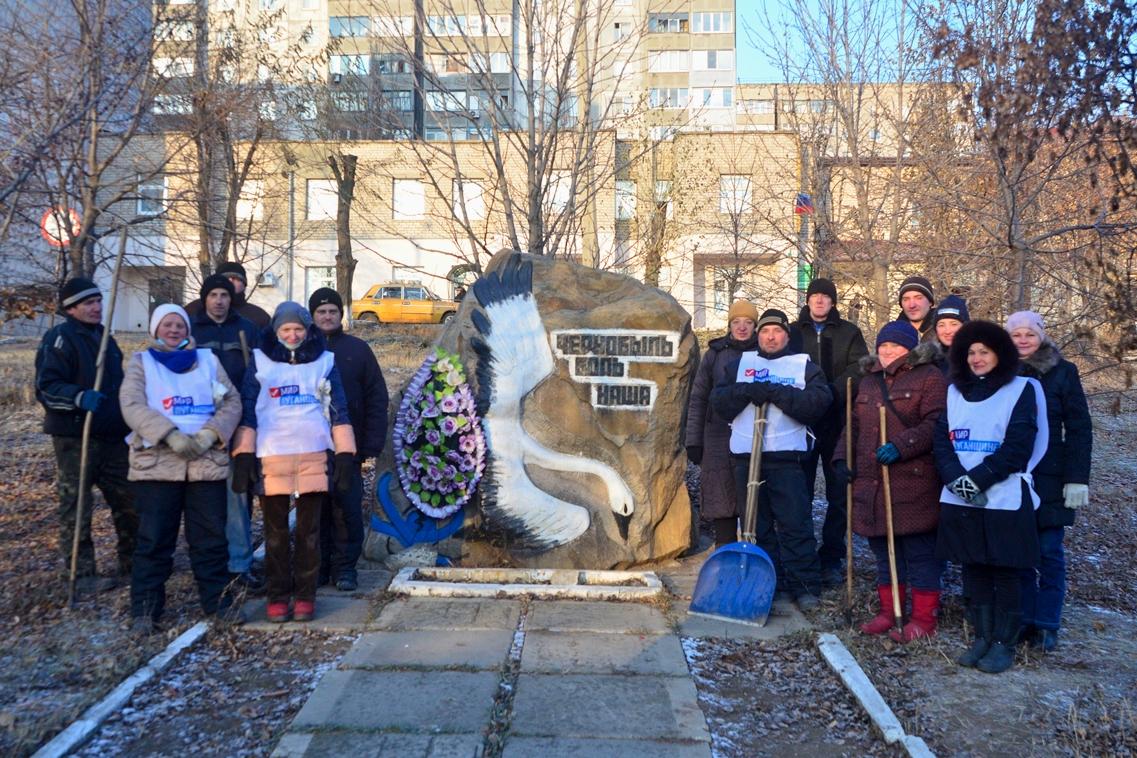 В Брянке активисты провели субботник возле территории памятного знака «Чернобыль боль наша» 2