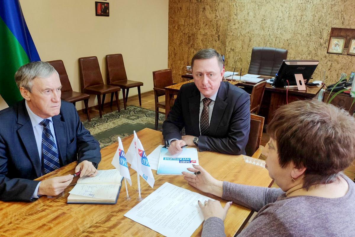 Глава администрации Брянки Николай Моргунов встретился с активистом первичного отделения «Центральное»
