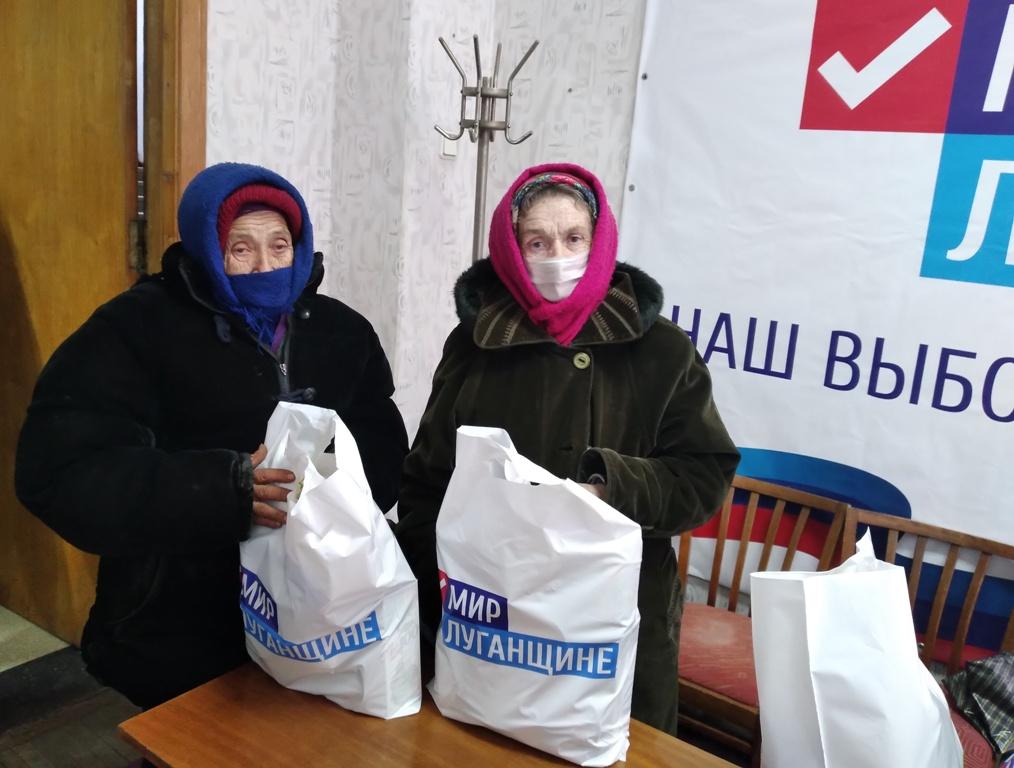 Брянковчанам, оказавшиеся в трудной жизненной ситуации вручили продуктовые наборы от проекта «Волонтёр» 2