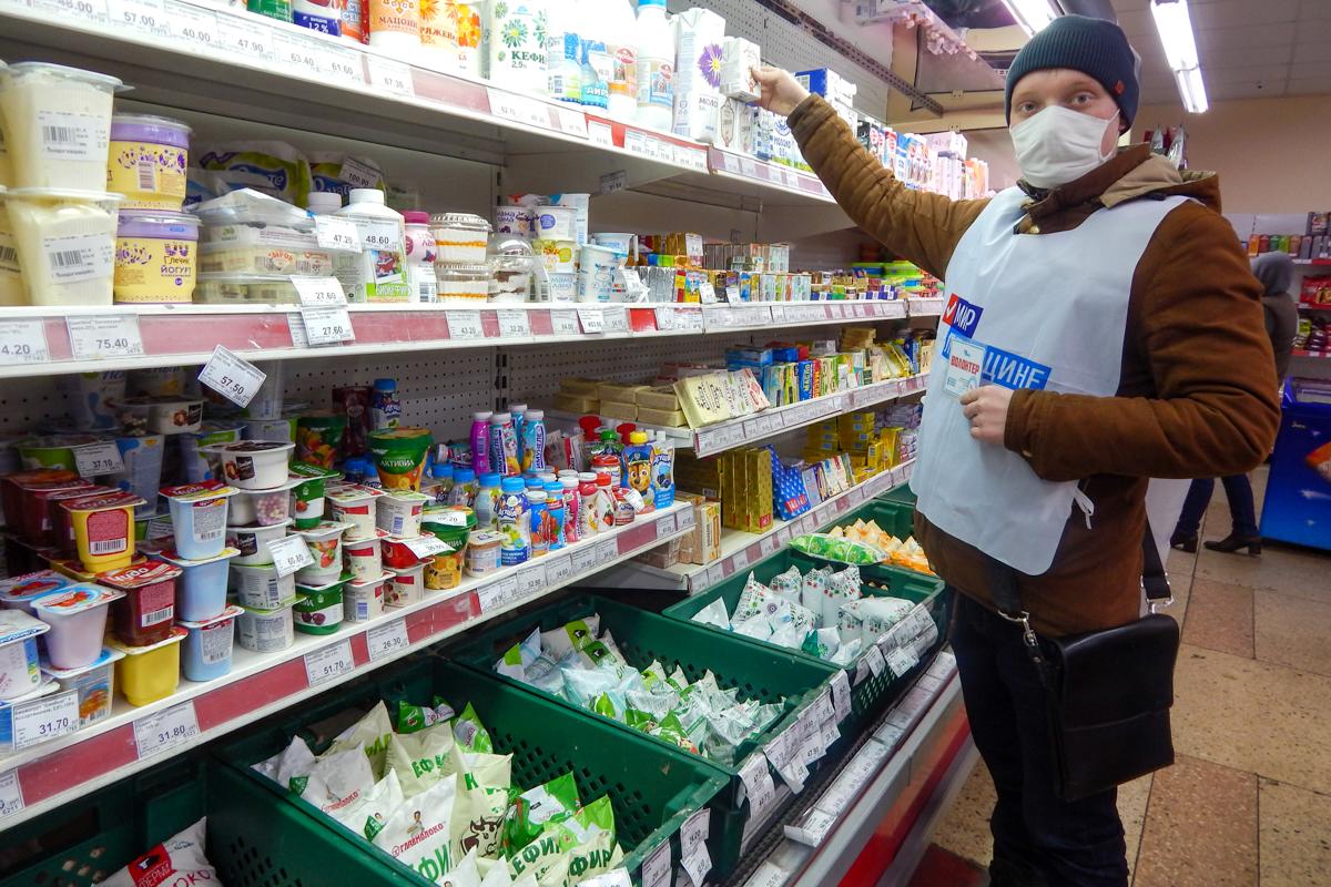 В Краснодоне волонтёры акции «Рука помощи» помогли пенсионерке