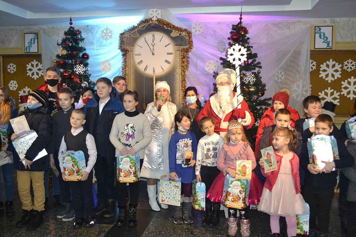 В Ровеньках вручили новогодние подарки детям активистов ОД «Мир Луганщине»