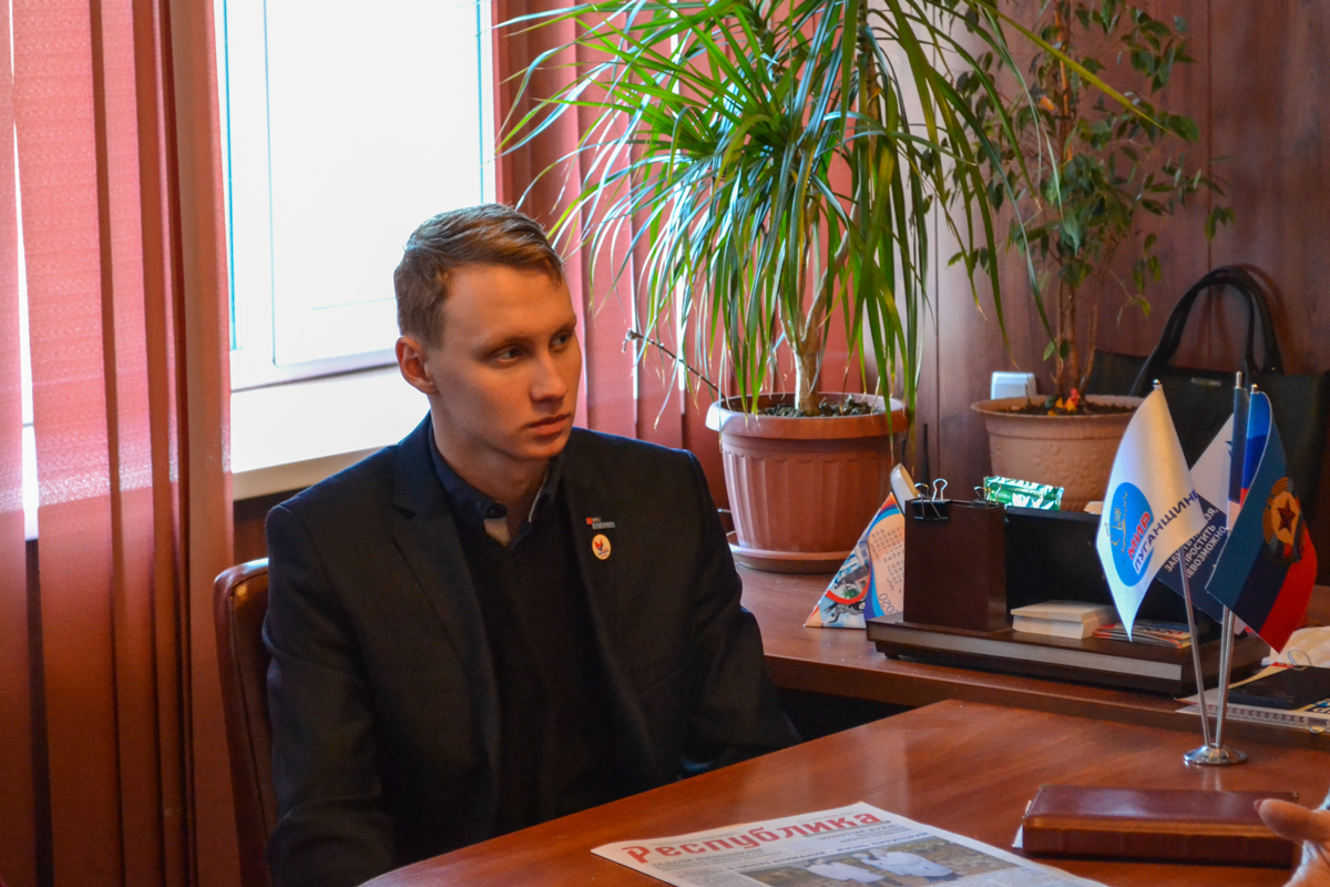 В Антраците прошла встреча депутата Народного Совета ЛНР Еленой Рахмуковой с активистами проекта «Молодая Гвардия» 1