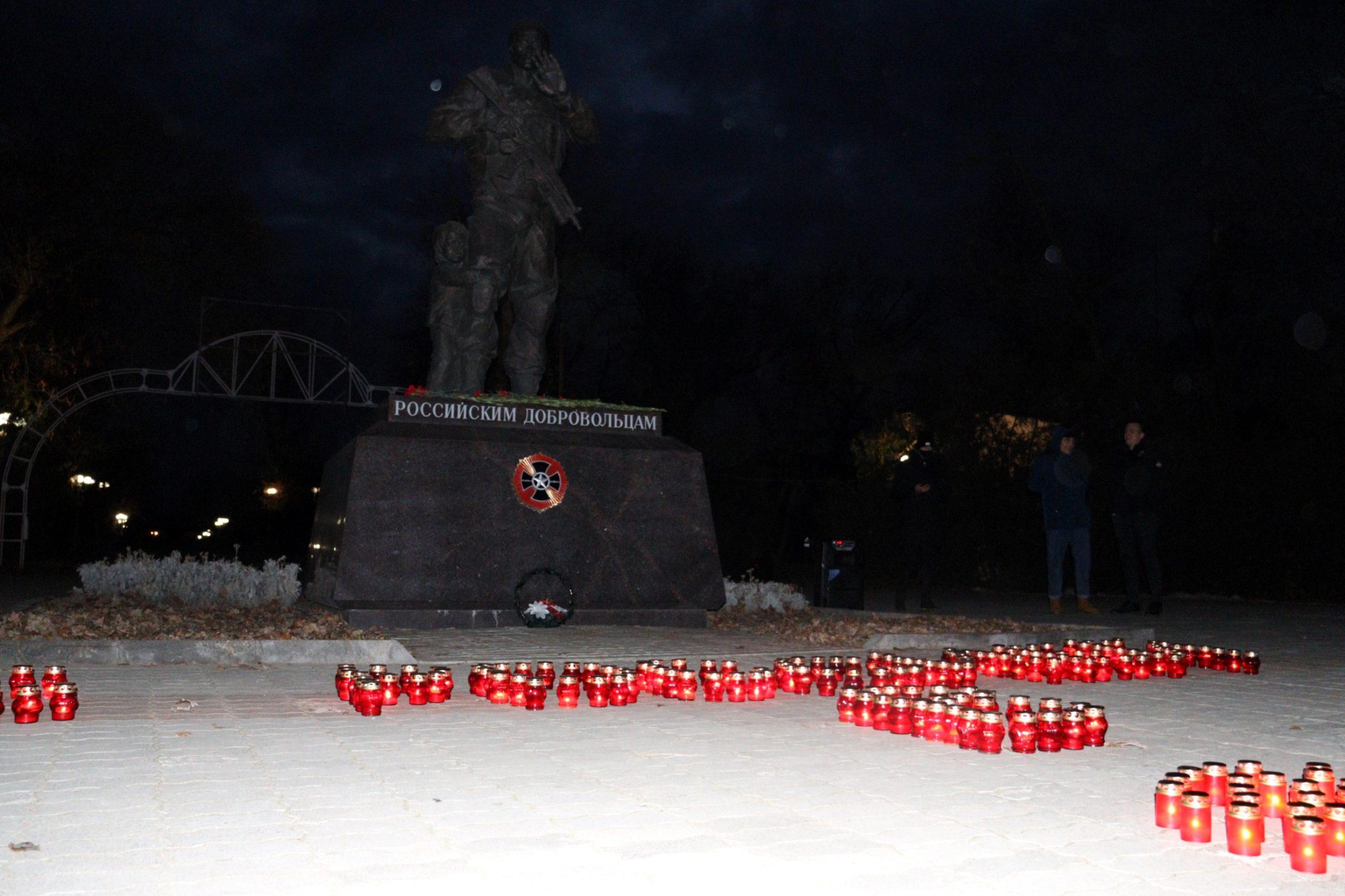 В Луганске состоялся митинг-реквием, приуроченный ко Дню Неизвестного Солдата 6