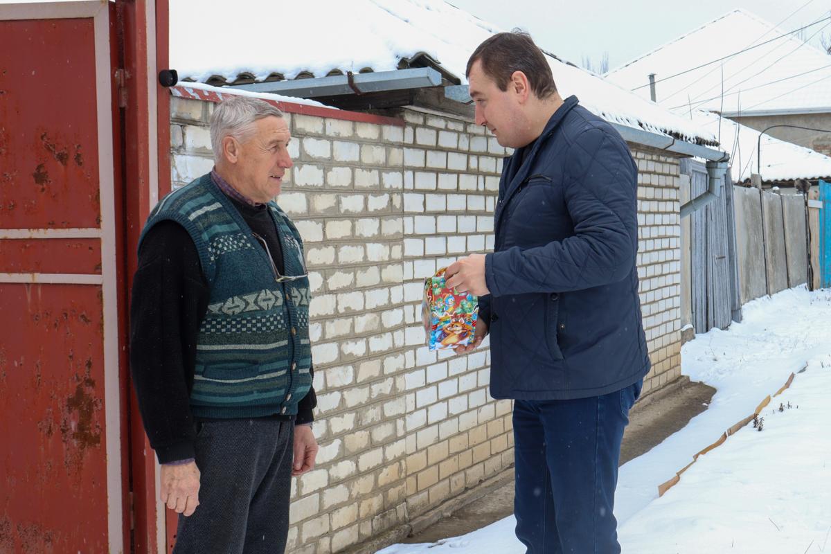 Председателей квартальных комитетов Луганска, их детей и внуков поздравили с Днём Николая Чудотворца 2