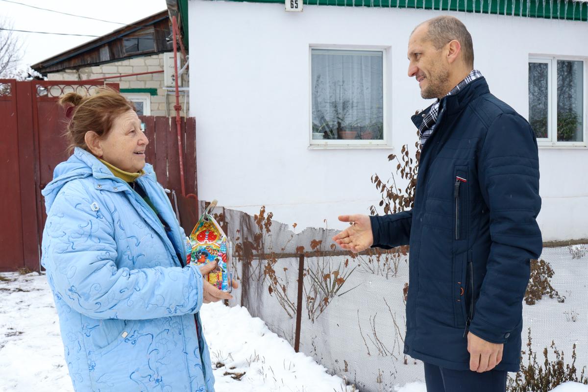 Председателей квартальных комитетов Луганска, их детей и внуков поздравили с Днём Николая Чудотворца
