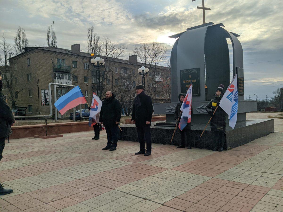 В Краснодоне почтили память неизвестных солдат 3