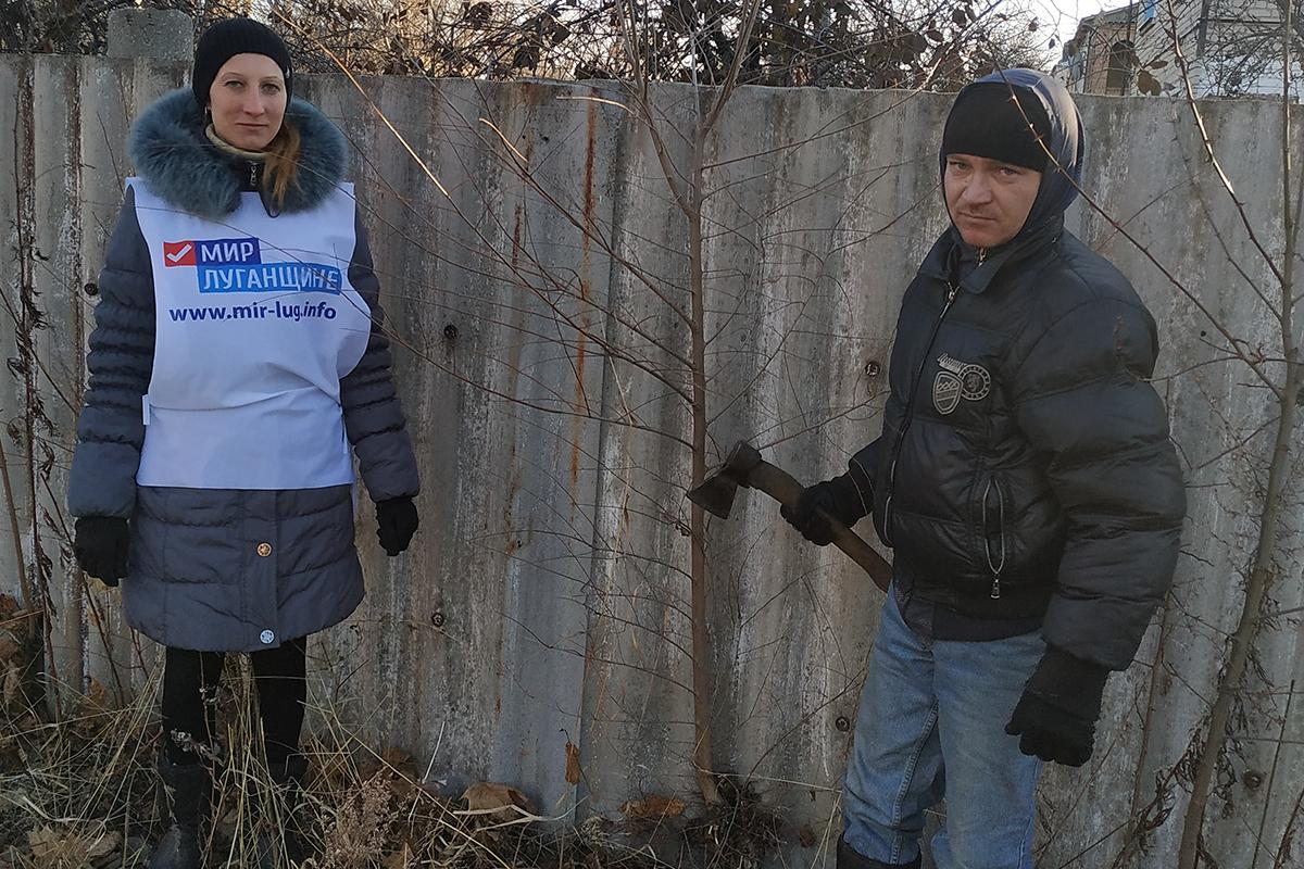 Краснодонские активисты помогли одинокому пенсионеру