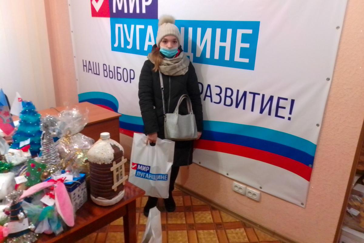 Жителям Алчевска, оказавшимся в трудной жизненной ситуации, передали помощь от проекта «Волонтёр» 3