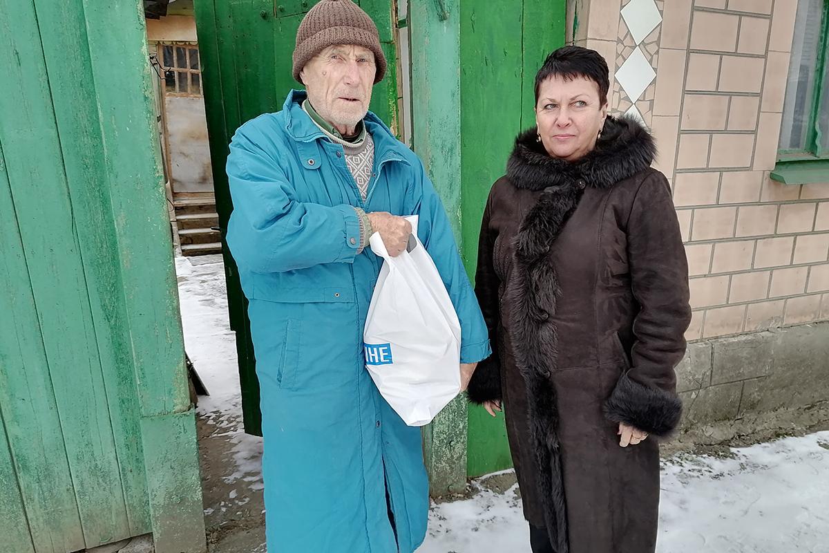 Депутат Ирина Андрух передала продуктовые наборы нуждающимся жителям Луганска