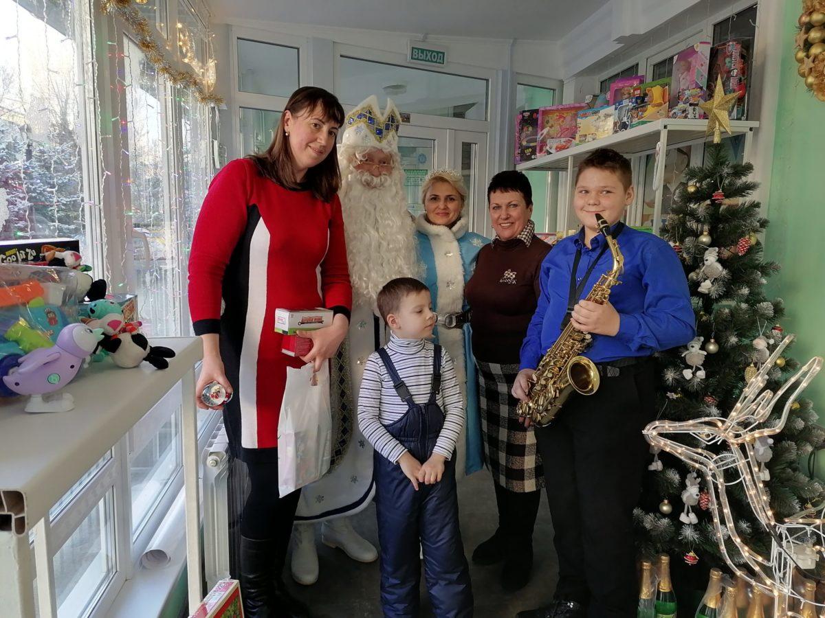 В Луганске при поддержке депутата Ирины Андрух работала резиденция Деда Мороза 2