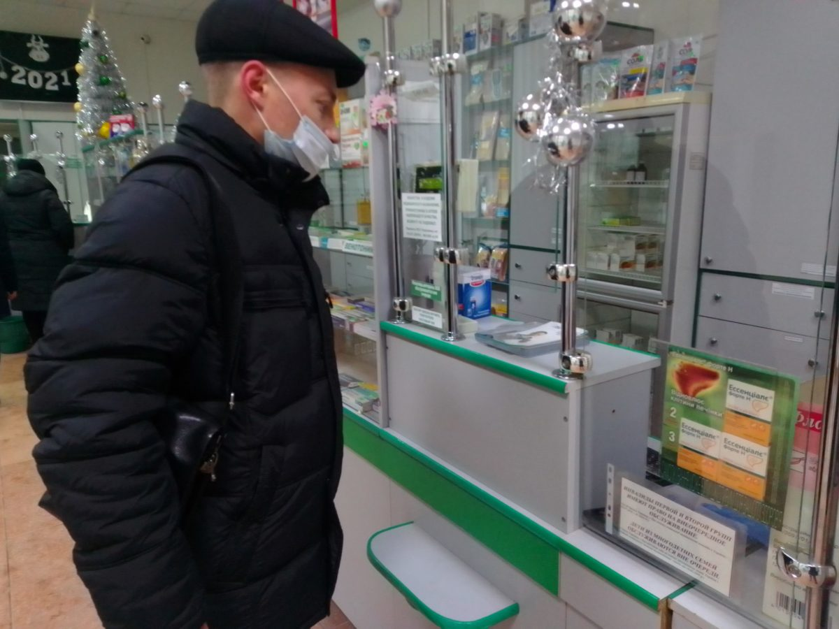 Волонтёры акции «Рука помощи» оказали помощь двум пенсионерам Алчевска