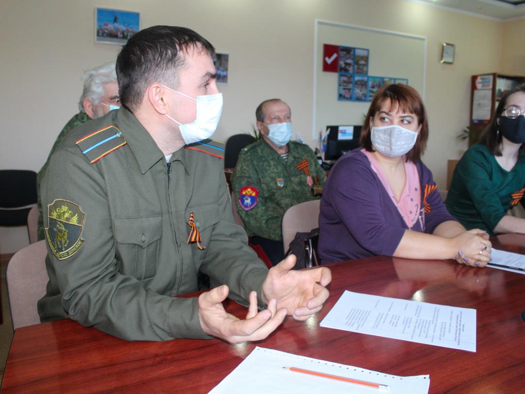 В Славяносербске состоялся круглый стол «Связь времен: преемственность поколений» 1