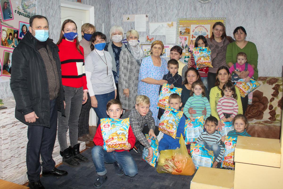 Подопечные двух социальных учреждений Славяносербщины получили помощь от проекта «Волонтёр» 2