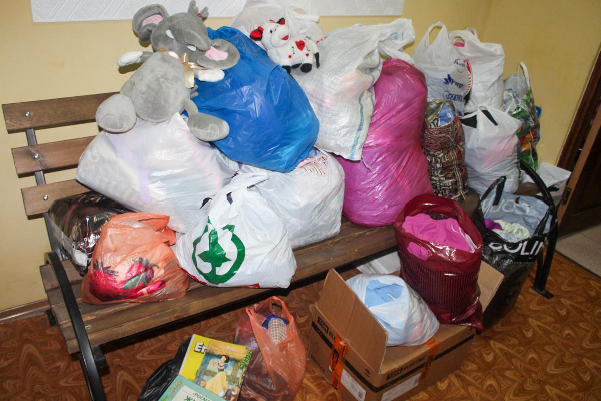 Подопечные двух социальных учреждений Славяносербщины получили помощь от проекта «Волонтёр» 1