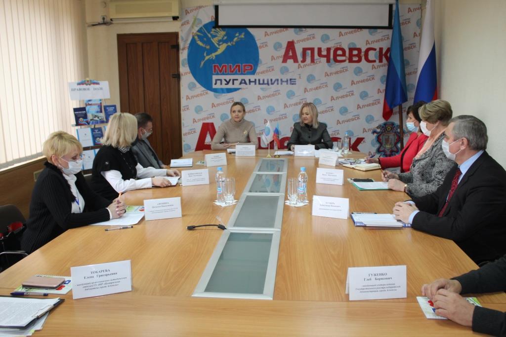 В Алчевске прошла встреча активистов ОД «Мир Луганщине» с депутатом Народного Совета ЛНР Ольгой Кобцевой