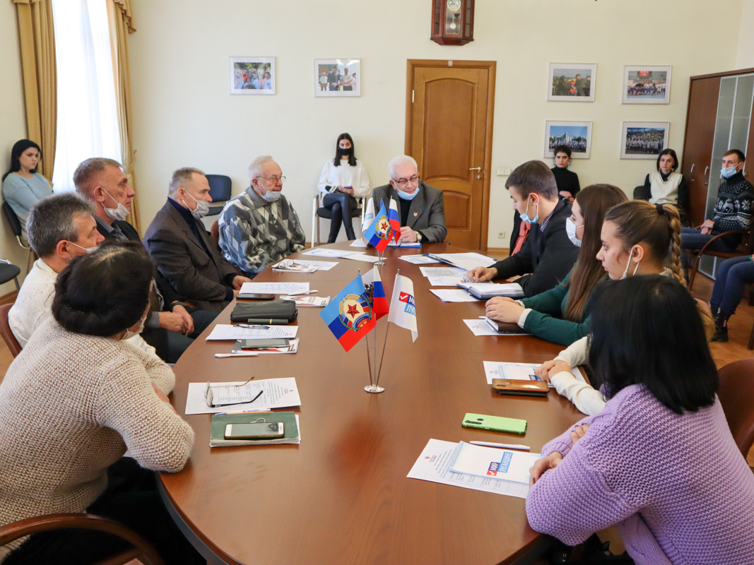 В Луганске активисты проекта «Молодая Гвардия» провели круглый стол, приуроченный ко Дню Героев Отечества 1