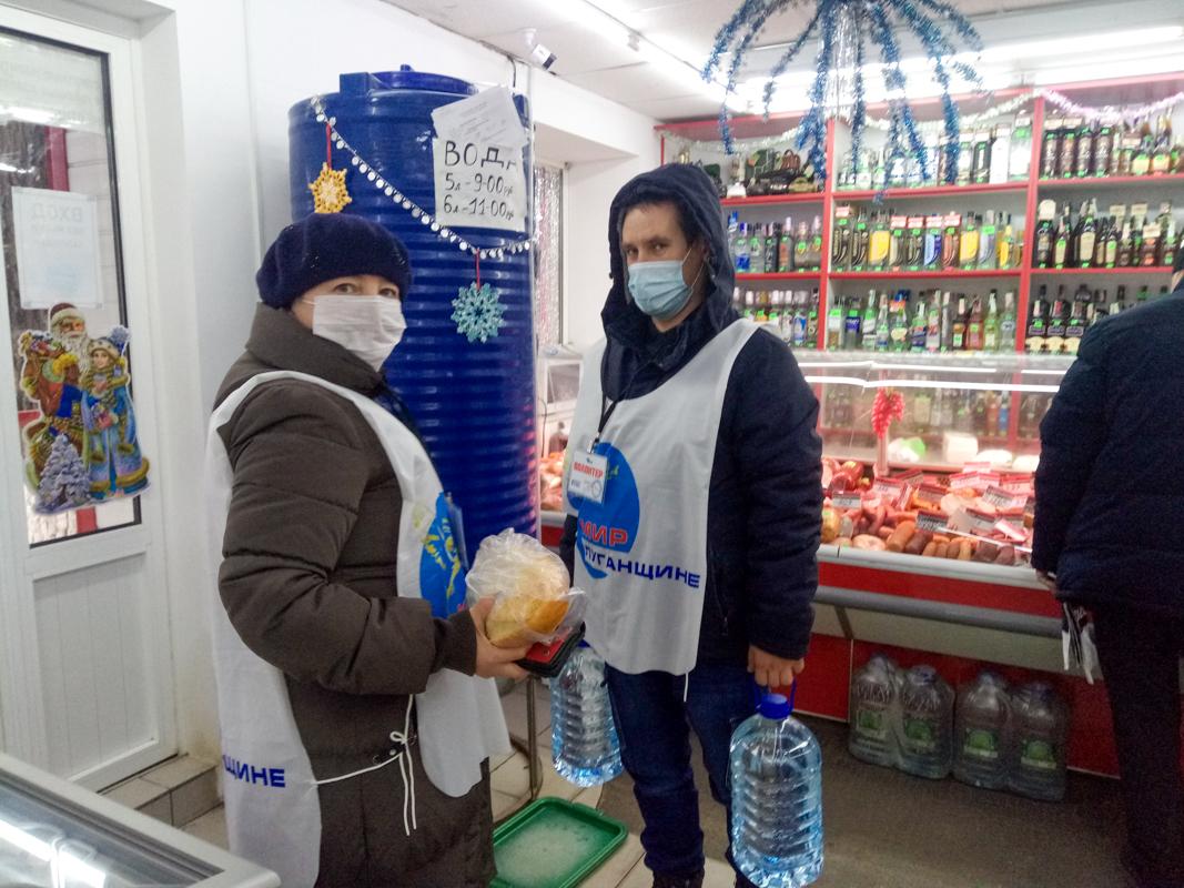 В рамках акции «Рука помощи» волонтёры Краснодона помогли женщине