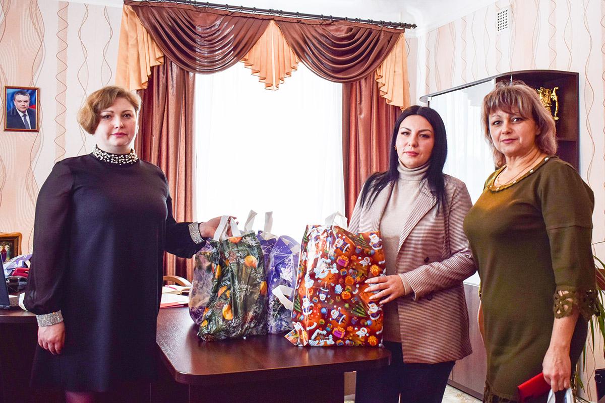В Первомайске участники боевых действий Великой Отечественной войны получили подарки от депутата Елены Фараховой 2