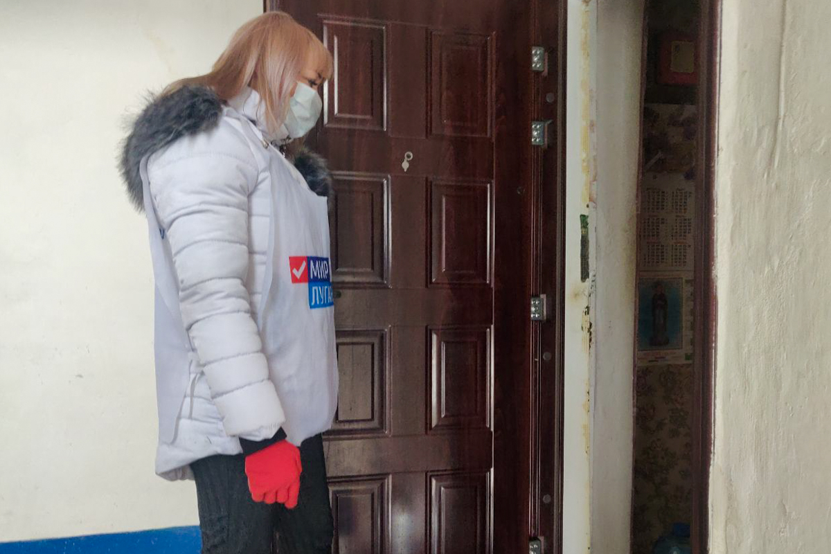 В рамках акции «Рука помощи» волонтёры помогли трём жительницам Первомайска