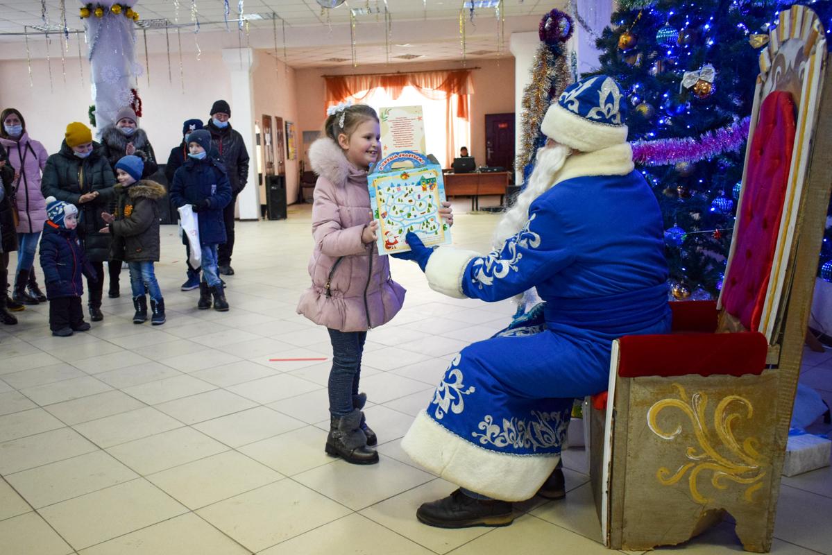 В Первомайске дети активистов ОД «Мир Луганщине» вручили подарки от проекта «Волонтёр»
