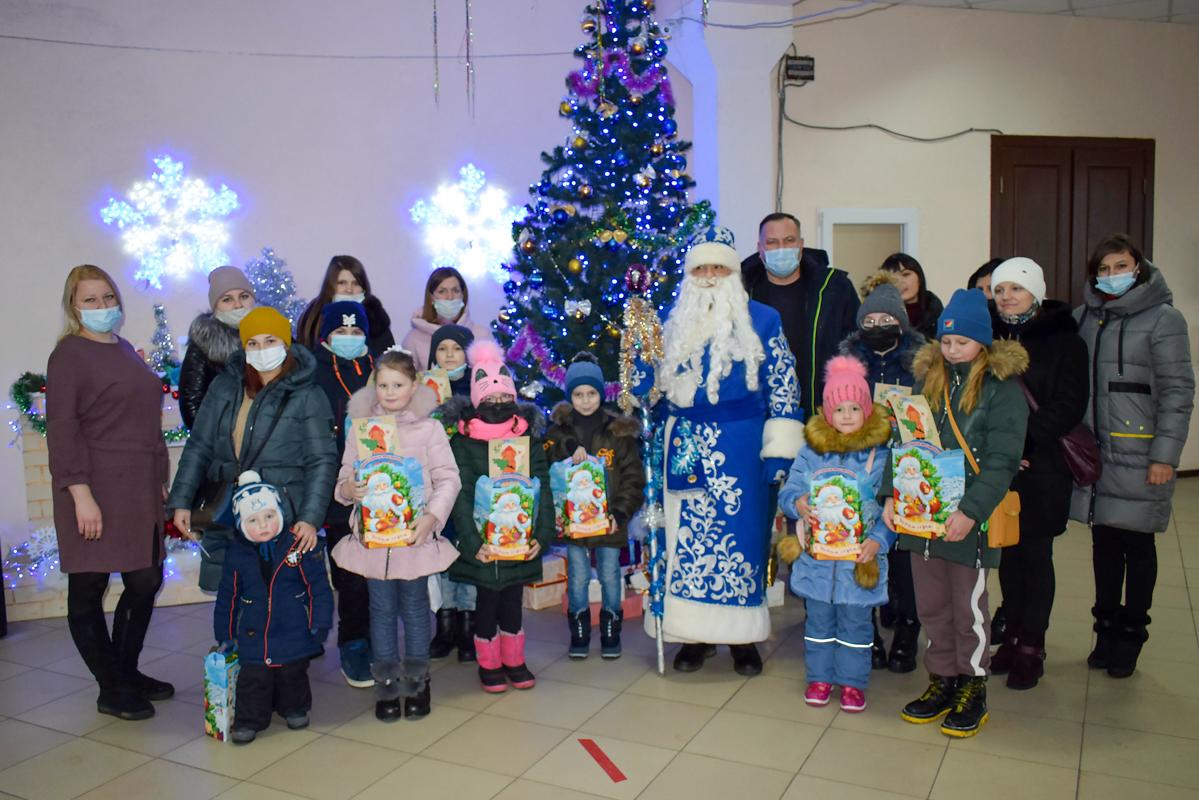 В Первомайске дети активистов ОД «Мир Луганщине» вручили подарки от проекта «Волонтёр» 2
