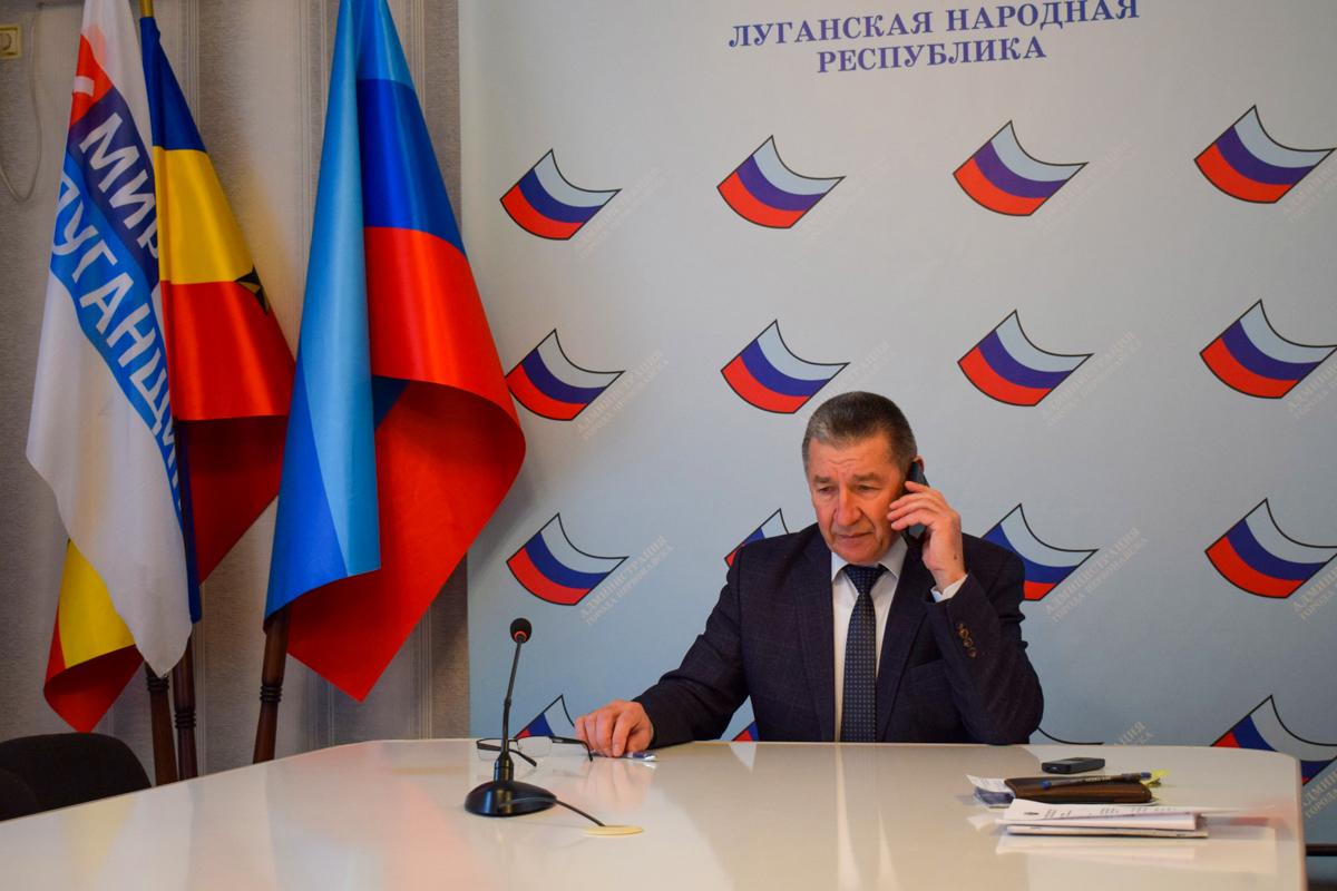 В Первомайске глава администрации города Николай Токарев провёл прямую телефонную линию