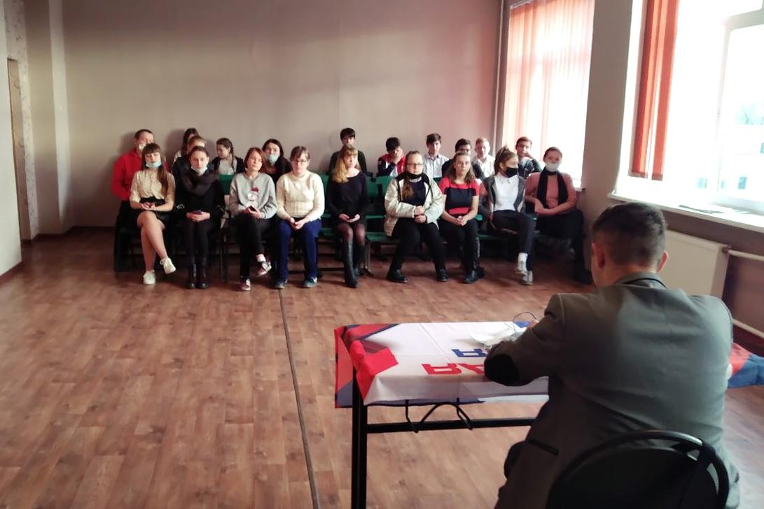 Активисты ОД «Мир Луганщине» и школьники в Золотом возьмут шефство над спортивными и игровыми площадками