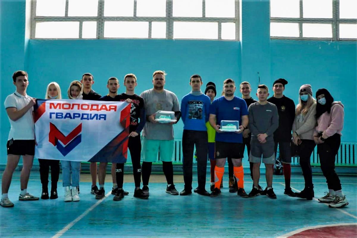 Молодёжные активисты Стаханова и Брянки провели товарищеский матч по мини-футболу