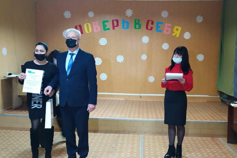В Краснодоне чествовали волонтёров акции «Рука помощи»