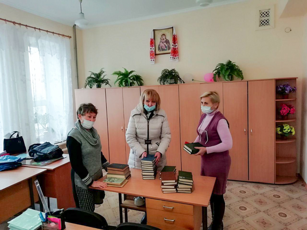 Депутат Анна Мосина посетила Краснолучскую школу и Родаковскую школу