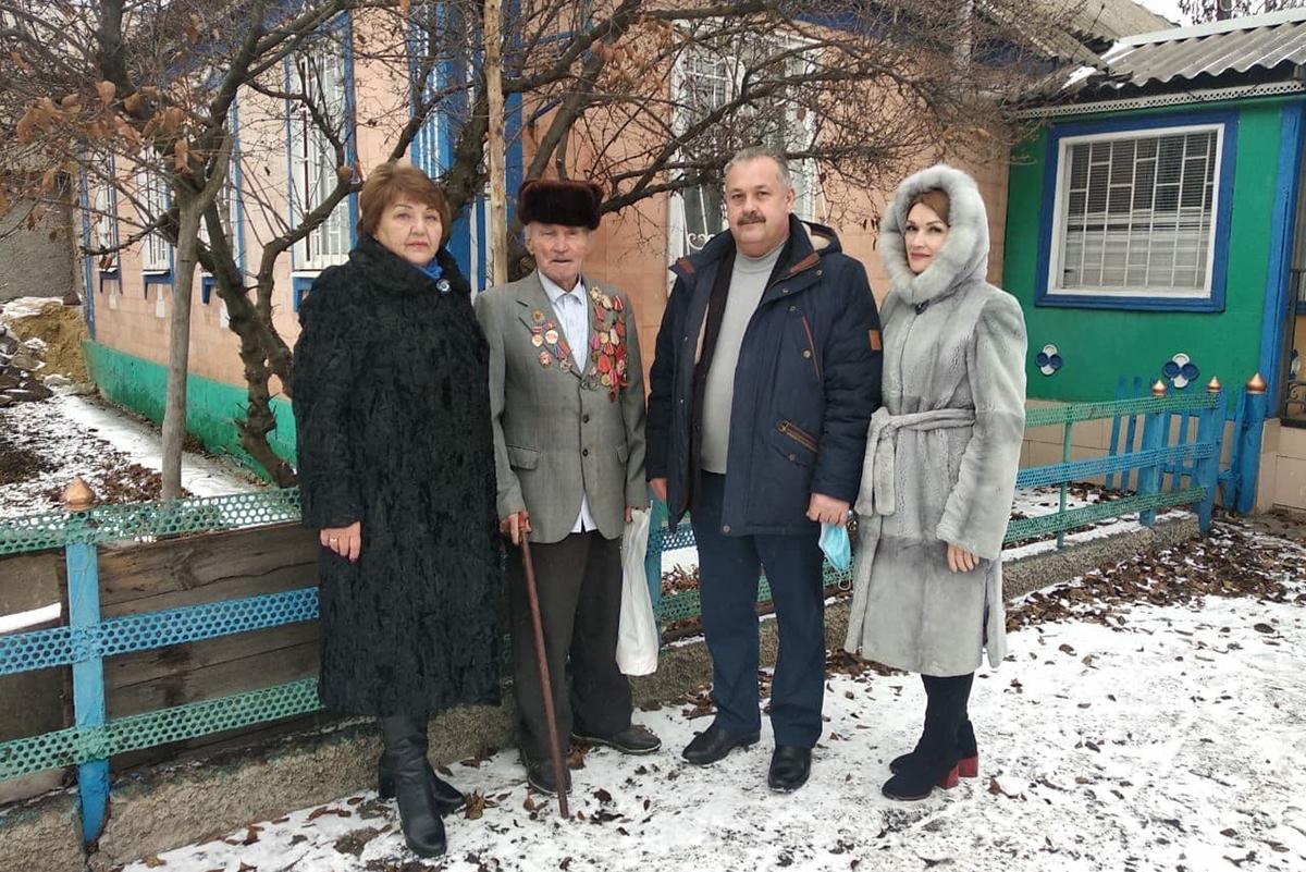 Депутат Елена Рахмукова посетила ветеранов