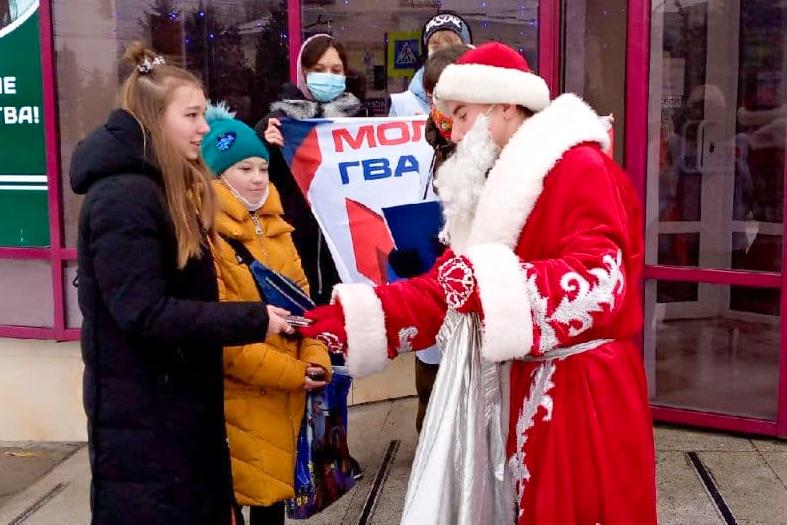 Активисты ОД «Мир Луганщине» поздравили детей Антрацита с Днём Николая Чудотворца