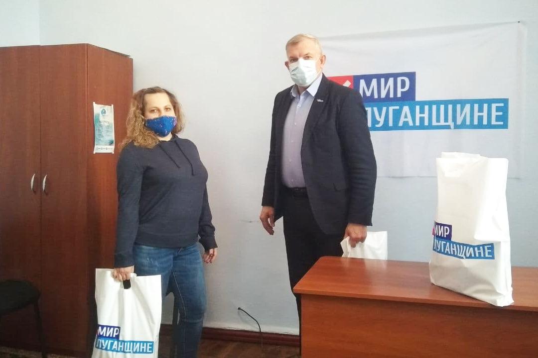 Жителям Краснодонского района вручили наборы от проекта «Волонтёр»