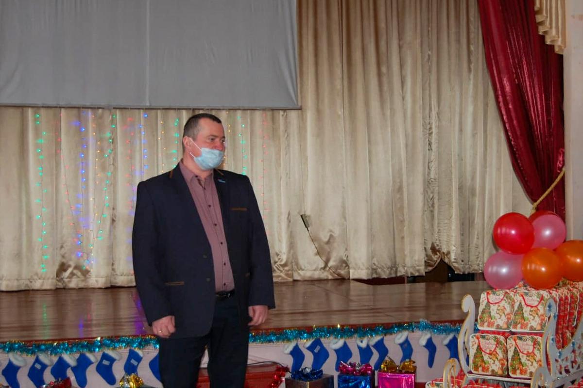 В Стаханове поздравили воспитанников Стахановской школы-интерната № 2 с новогодними праздниками 1