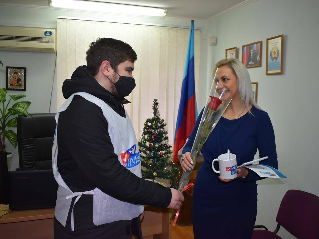 В Брянке представители ОД «Мир Луганщине» поздравили работников юридической сферы 1