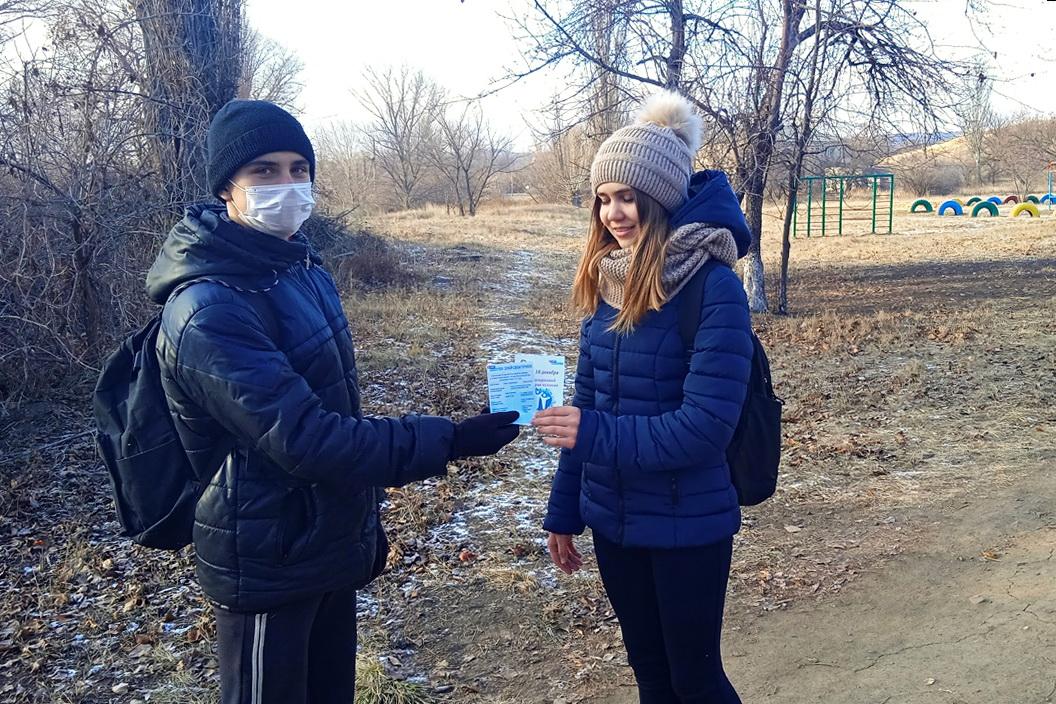 Селезнёвские активисты проектов «Молодая Гвардия» и «Доброволец» раздали листовки ко Дню прав человека