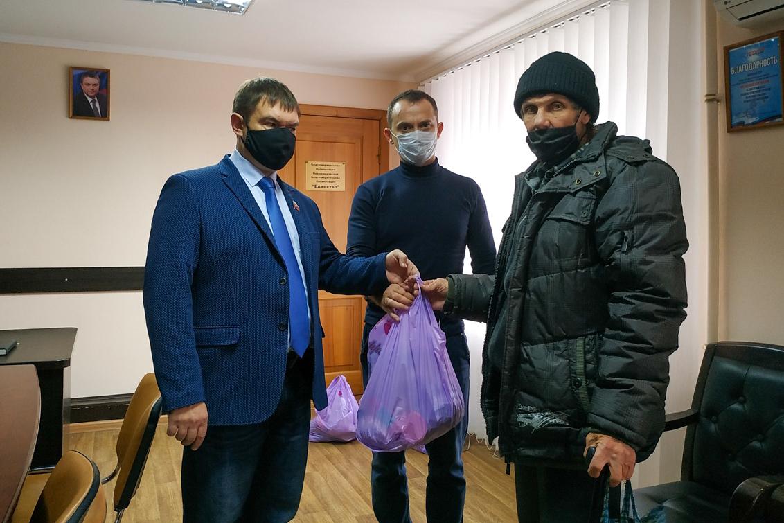 Нуждающимся жителям Свердловска передали продуктовые наборы
