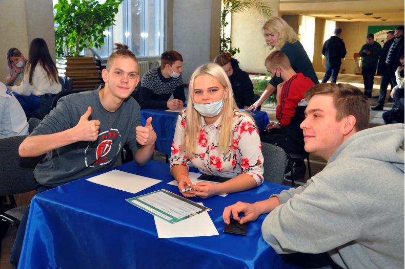 Активисты проекта «Дружина» ОД «Мир Луганщине» приняли участие в квизе ко дню студента
