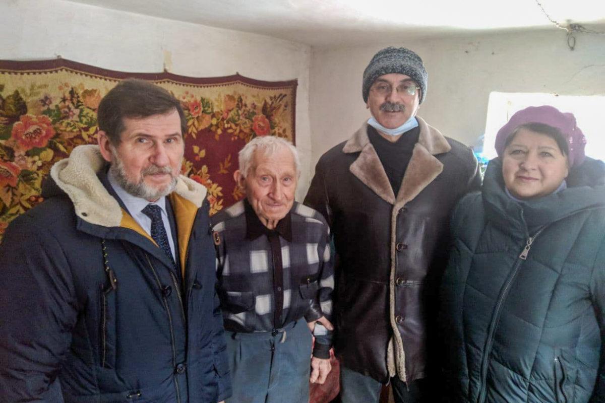 Активисты поздравили с90-летием жителя села Березовское