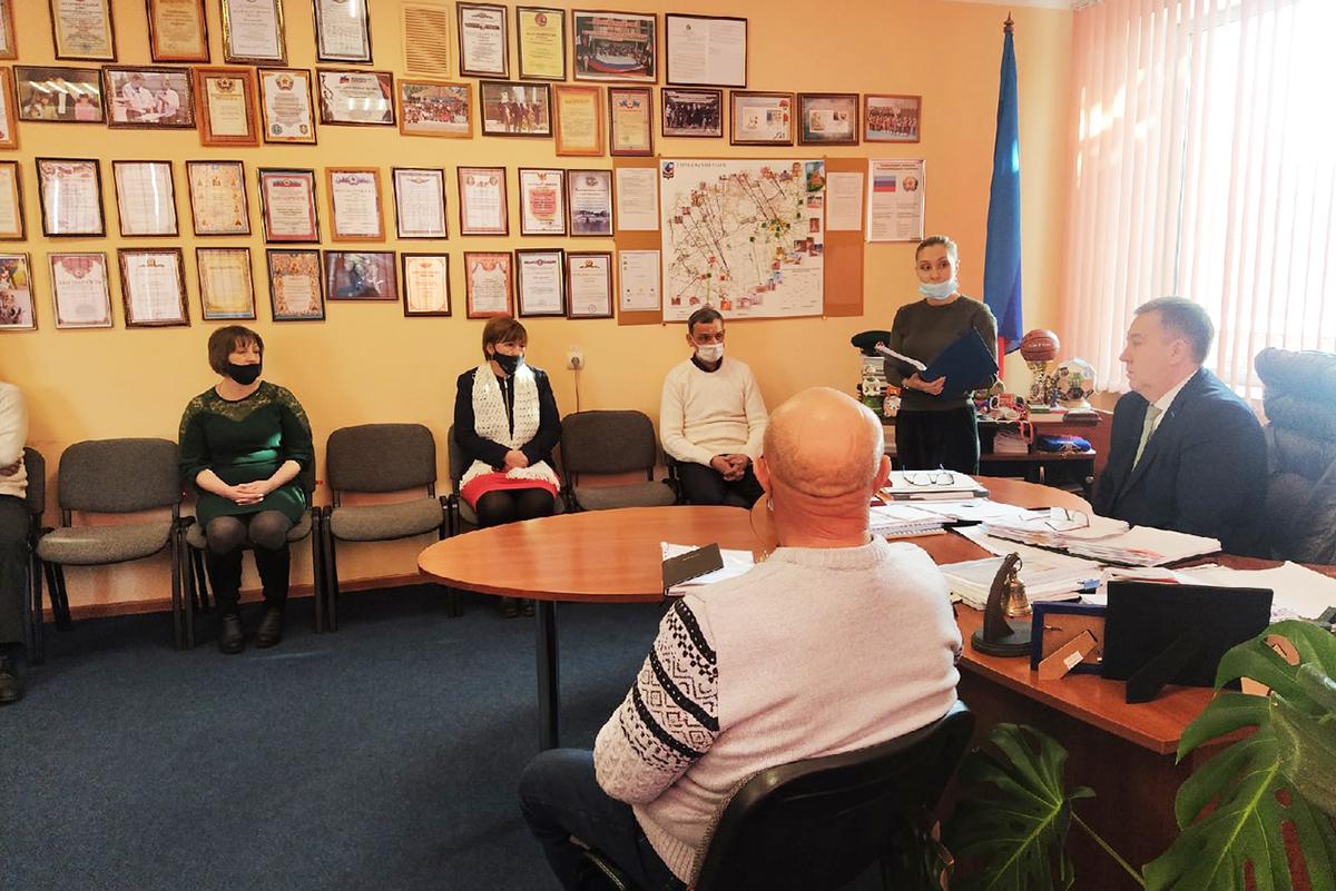 Председатель Перевальского территориального отделения ОД «Мир Луганщине» Виталий Михайлов провел совещание с руководителями первичных отделений района